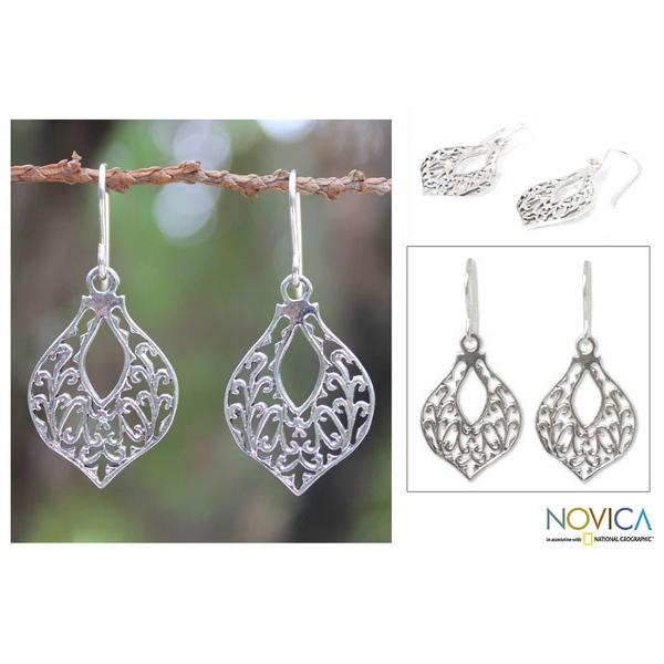 Handmade Sterling Silver 'Lace Petals' Dangle Earrings (Thailand)