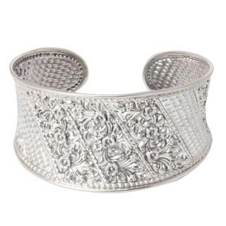 Handmade Sterling Silver 'Frangipani Exuberance' Flower Bracelet (Thailand)