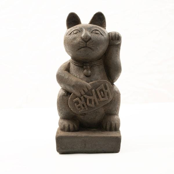 Handmade Stone Japanese Maneki Neko 'Lucky Cat' Statue