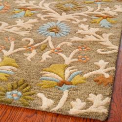Safavieh Handmade Moroccan Cambridge Paradise Moss Green Wool Rug (2'6 x 12') - Thumbnail 2