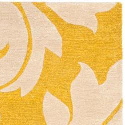 Safavieh Handmade Soho Gold/ Ivory New Zealand Wool Rug (6' x 9') - Thumbnail 1