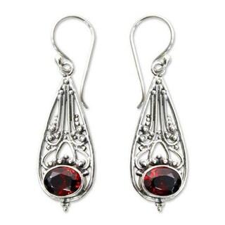 Handmade Sterling Silver 'Raindrops' Garnet Dangle Earrings (Indonesia)