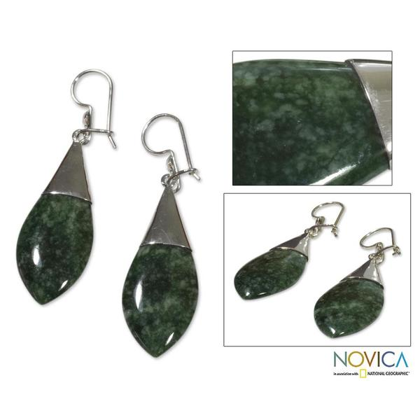 Handmade Sterling Silver 'Maya Lance of Life' Jade Dangle Earrings (Guatemala)