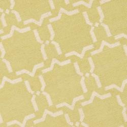 Safavieh Moroccan Light Green/Ivory Reversible Dhurrie Wool Geometric Rug (6' Round) - Thumbnail 2