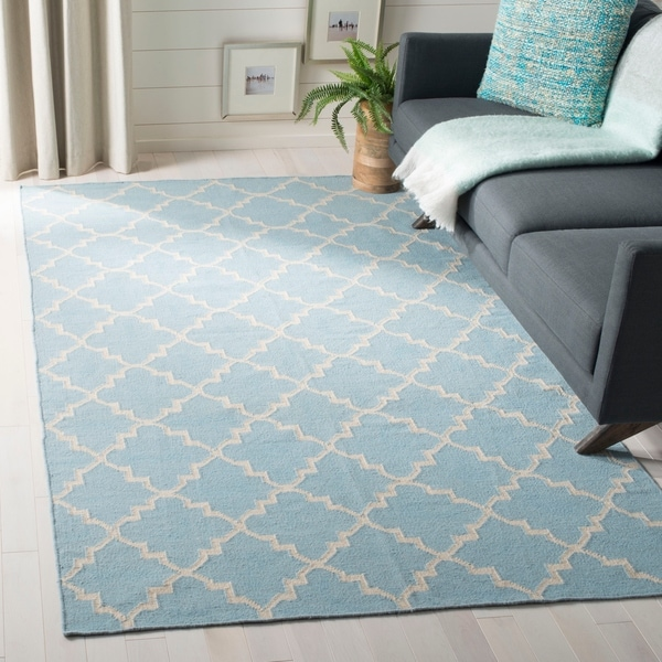 Safavieh Hand-woven Moroccan Reversible Dhurrie Light Blue/ Ivory Wool Rug - 6' x 9'