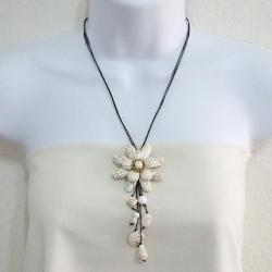 White Turquoise Floral Necklace (Thailand) - Thumbnail 1