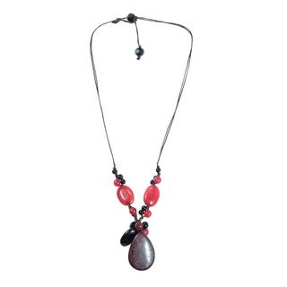 Handmade Pretty Red Cherry Quartz and Black Onyx Tear Drop Pendant Necklace (Thailand)