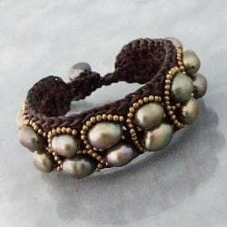 Handmade Goldtone Grey Pearl Cotton Rope Bracelet (9-11 mm)(Thailand)