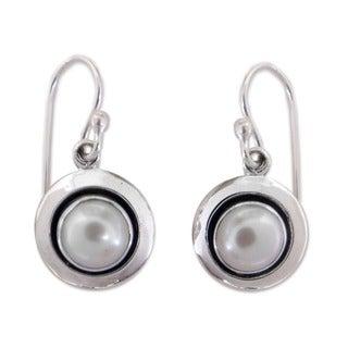 Handmade Sterling Silver Jaipur Magic Moon Pearl Dangling Style Earrings (7 mm) (India)