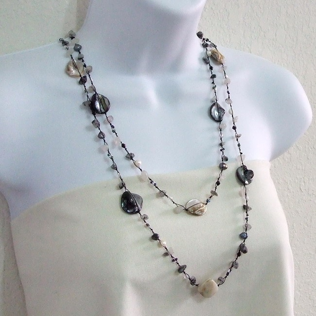 Black Mother of Pearl and Quartz Necklace (6-7 mm)(Thailand)