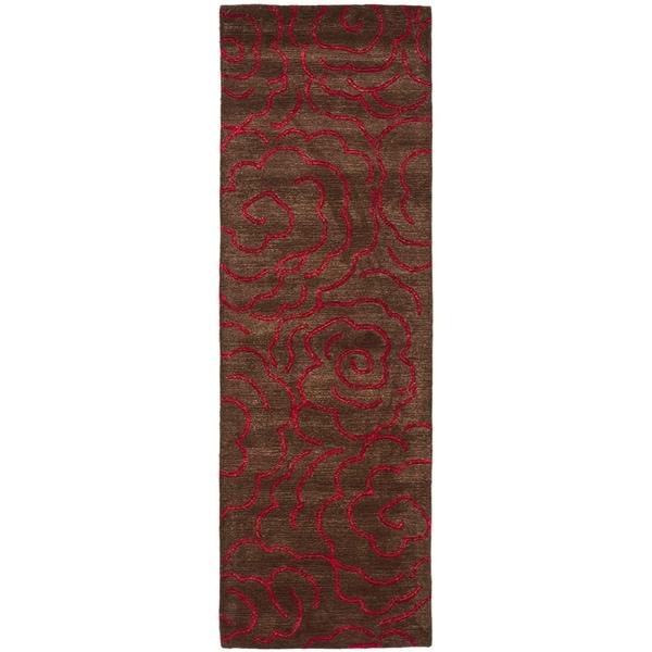 """Safavieh Handmade Soho Roses Chocolate New Zealand Wool Rug - 2'6"""" x 10'"""