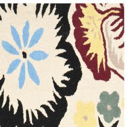 Safavieh Handmade Garden Ivory New Zealand Wool Rug (2'6 x 8')