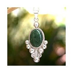 Handmade Sterling Silver 'Spring Green Jocotenango' Jade Necklace (Guatemala)