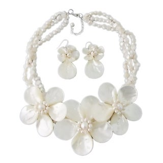Sterling Silver White Mother of Pearl and Pearl Jewelry Set (3-10 mm)(Thailand)