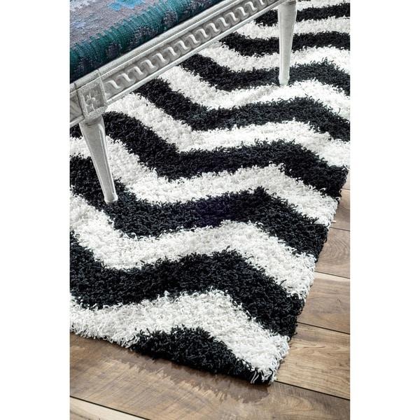 nuLOOM Luna Black and White Chevron Shag Rug (5' x 8')