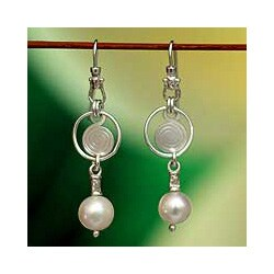 Handmade Sterling Silver 'Popocateptl Snow' Pearl Earrings (8.5-9 mm) (Mexico)