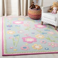 Safavieh Handmade Spring Flowers Light Blue N. Z. Wool Rug - 4' x 6'