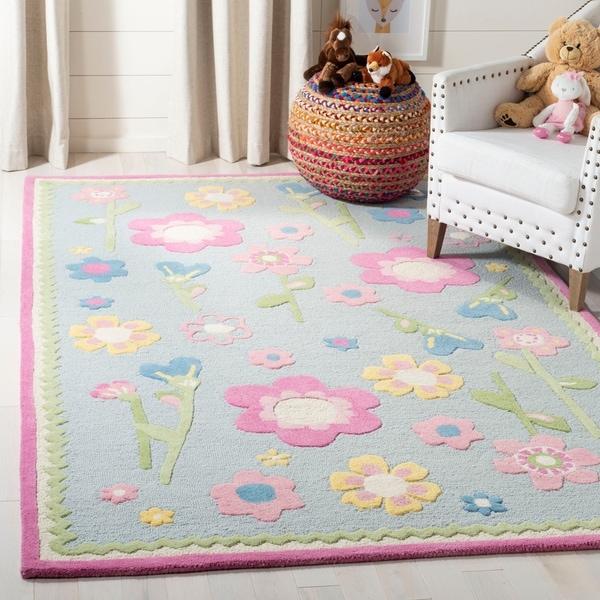 Safavieh Handmade Spring Flowers Light Blue N. Z. Wool Rug - 6' x 9'