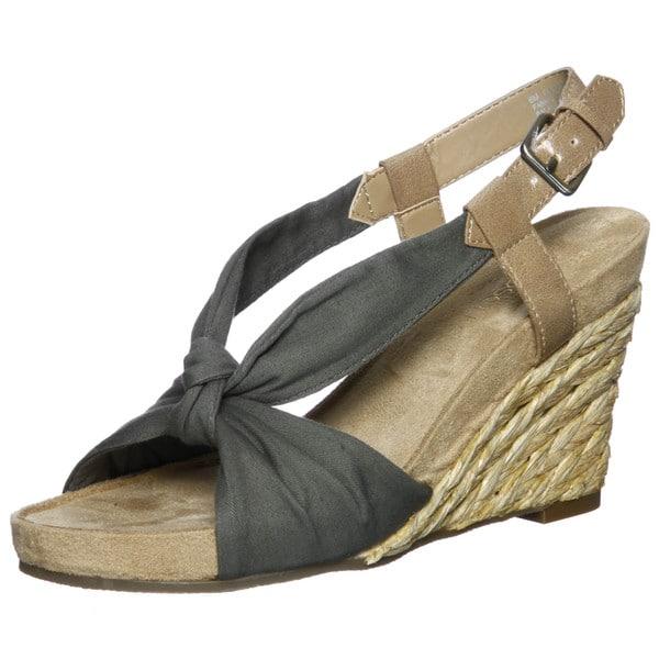 fdcb45ff8bee Shop Aerosoles Women s  Plush Pillow  Green Wedge Sandals FINAL SALE ...
