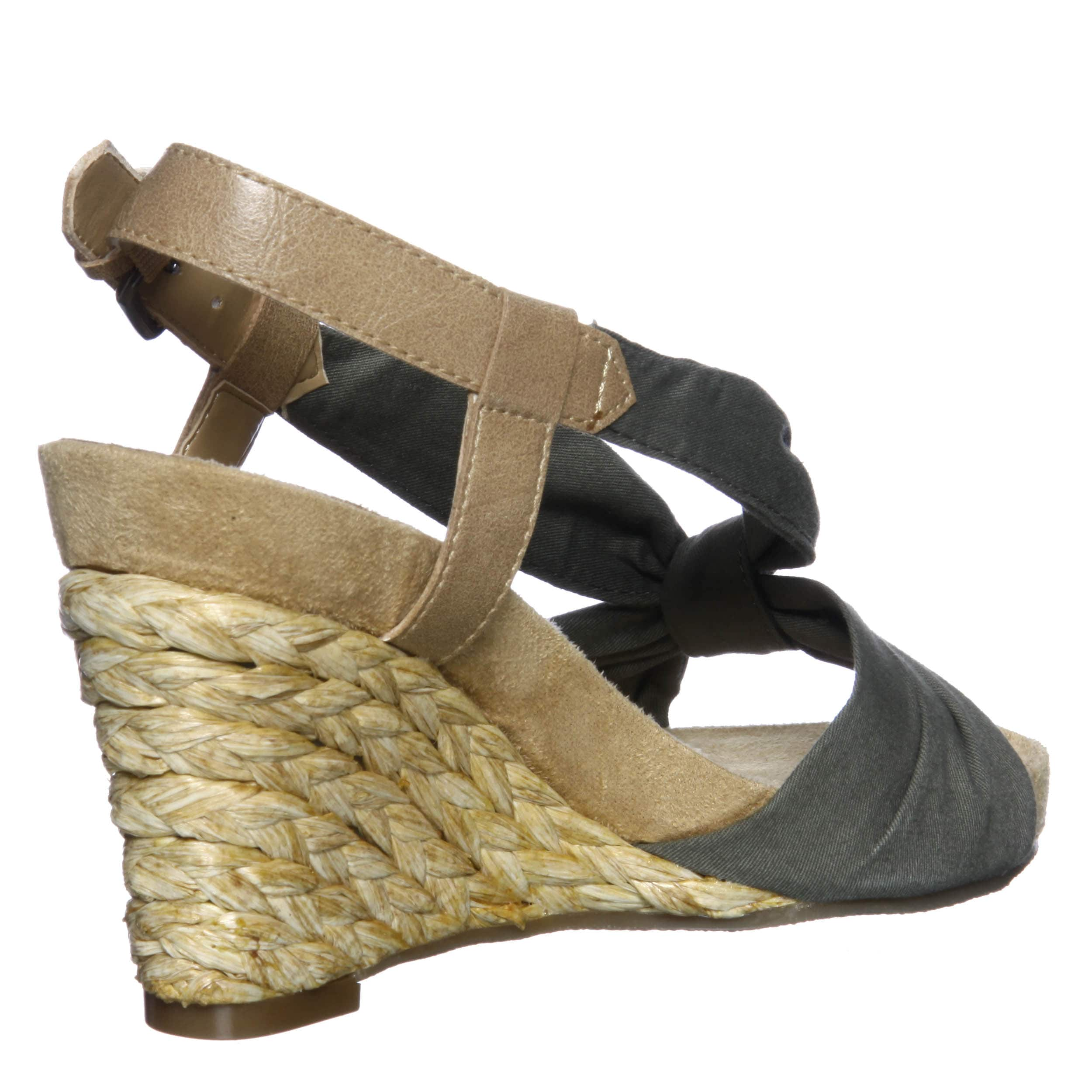 4dbca3507424 Shop Aerosoles Women s  Plush Pillow  Green Wedge Sandals FINAL SALE - Free  Shipping On Orders Over  45 - Overstock - 6455402