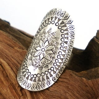 Handmade Sterling Silver Oval Flower Design Ring (Thailand)