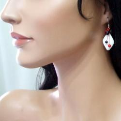Sterling Silver Diamond-cut Mother of Pearl Dangle Earrings (Thailand)