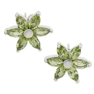 Handmade Sterling Silver 'Summer Blossom' Peridot Earrings (India)