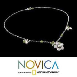 Sterling Silver 'Spring Blossom' Peridot Necklace (Thailand) - Thumbnail 2
