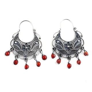 Sterling Silver 'Dancing' Carnelian Filigree Earrings (Peru)