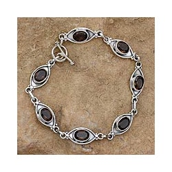 Handmade Sterling Silver 'Eye of the Night' Smoky Quartz Bracelet (India)