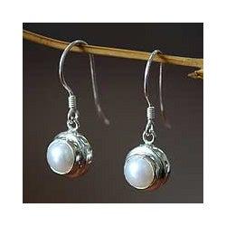 Handmade Sterling Silver 'Full Moon' Pearl Earrings (6 mm) (Indonesia)