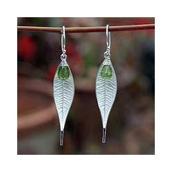Sterling Silver 'Tropical Leaf' Peridot Dangle Earrings (Thailand)