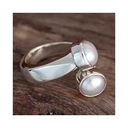 Handmade Sterling Silver 'Encounter' Pearl Ring (6 mm) (Mexico)