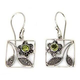 Handmade Sterling Silver 'Bali Daisy' Peridot Flower Earrings (Indonesia)