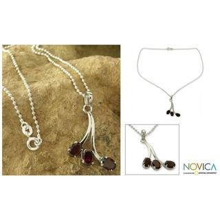 Handmade Sterling Silver 'Shooting Stars' Garnet Necklace (India)