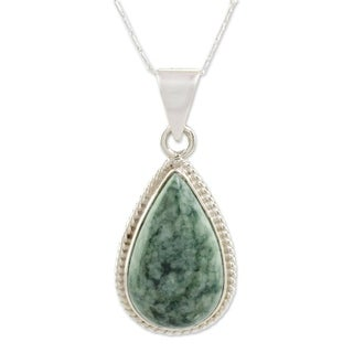 Handmade Sterling Silver 'Green Sacred Quetzal' Jade Necklace (Guatemala)