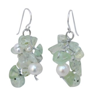 "Sterling Silver 'Whisper' Prehnite Pearl Earrings (3-7 mm) (Thailand) - 0.8""x1.8"""