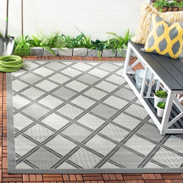 Safavieh Light Grey/ Dark Grey Indoor Outdoor Rug - 8' x 11'2