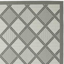 """Safavieh Light Grey/Dark Grey Indoor/Outdoor Area Rug (5'3"""" x 7'7"""")"""