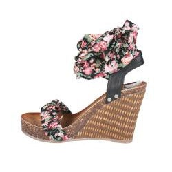 Refresh by Beston Women's 'Shania' Black Wedge Sandals - Thumbnail 1