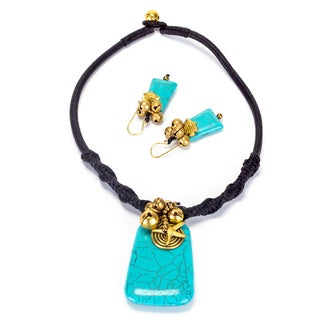 Handmade Goldtone Turquoise Necklace and Earrings Set (Thailand)