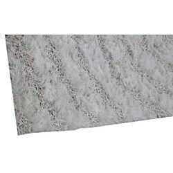 Hand-woven White Abstract Shag Rug (5' x 8')
