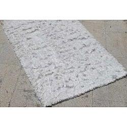 Hand-woven White Shag Rug (4' x 6')