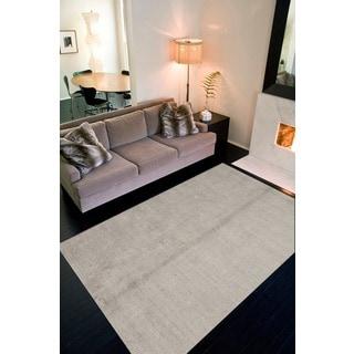 Minke Handmade Solid Light Gray/ Silver Area Rug (5' X 8')