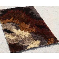 Hand-woven Brown/ Red Shag Rug (5' x 8')