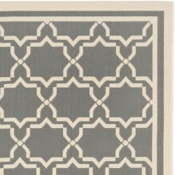 "Safavieh Courtyard Poolside Dark Grey/ Beige Indoor/ Outdoor Rug (5'3"" x 7'7"") - Thumbnail 1"