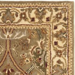 Safavieh Handmade Mahal Green/ Beige New Zealand Wool Rug (2'6 x 4') - Thumbnail 1