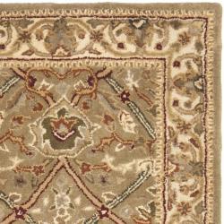 Safavieh Handmade Mahal Green/ Beige New Zealand Wool Rug (2'6 x 10') - Thumbnail 1