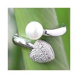 Handmade Sterling Silver 'Purity of Heart' Pearl Ring (8 mm) (Thailand)