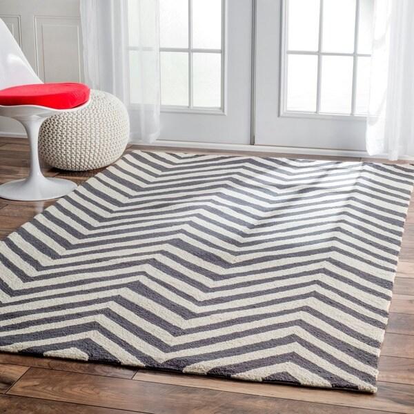 nuLOOM Handmade Alexa Chevron Wool Area Rug